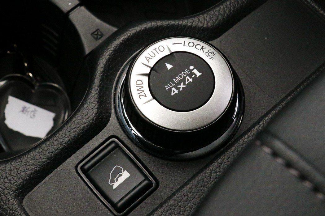 配備有4WD智慧循跡四輪驅動控制旋鈕。 記者陳威任/攝影