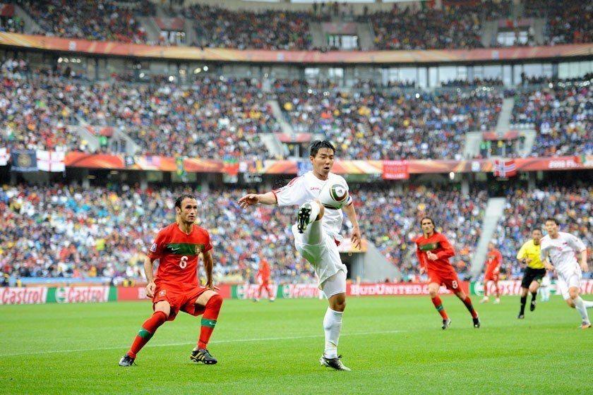 2010世界盃北韓在G組以1:2小輸巴西,讓首戰被象牙海岸逼和的葡萄牙在第二戰不...