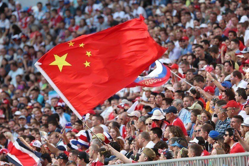 中國球迷愛看足球,本屆世界盃也可看到中國球迷到處亂入的情況。如果中國隊真的打進世...