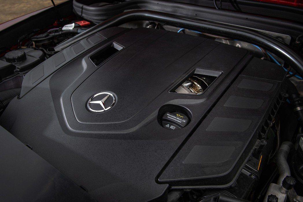 G500搭載4.0L V8雙渦輪汽油引擎,最大馬力高達422hp,峰值扭力更有6...