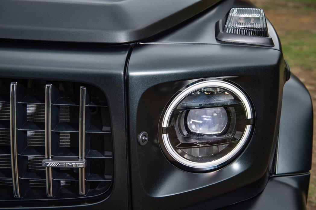 小改款G-Class標配LED頭燈之餘,同時也提供多光束智慧型頭燈可選配(G63...