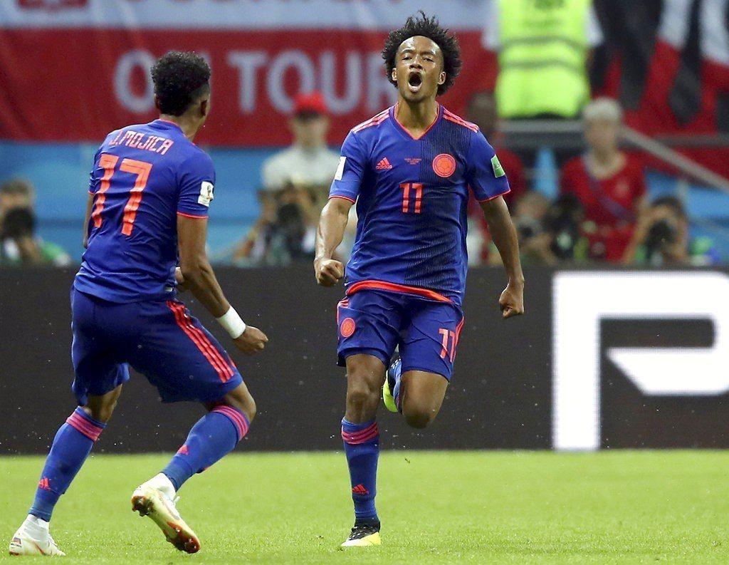 哥倫比亞夸達拉多(右)攻進球隊第三球。美聯社
