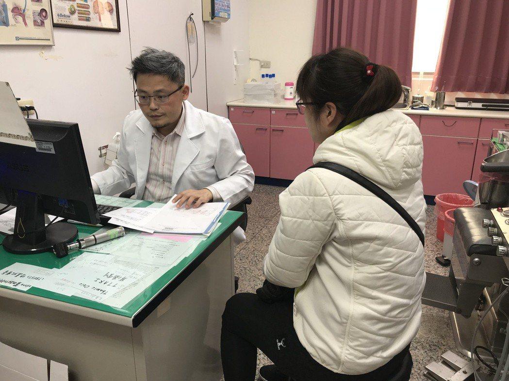 大甲李綜合醫院耳鼻喉科醫師周英樑表示,台灣近年空污嚴重,鼻子過敏的案例有增加趨勢...