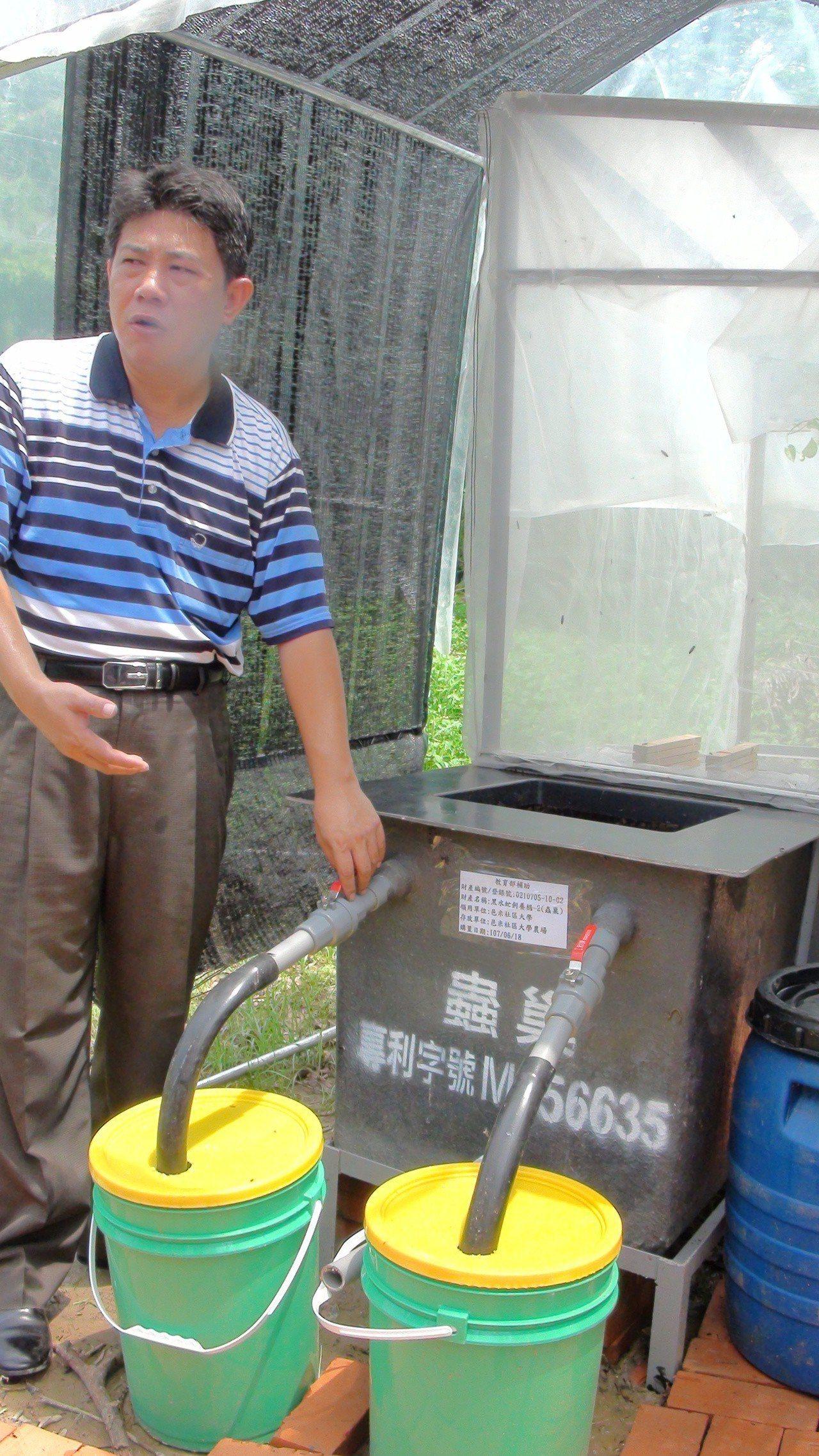 邑米社大理事長吳孟昆研發的黑水虻自然循環飼育系統。記者謝恩得/攝影