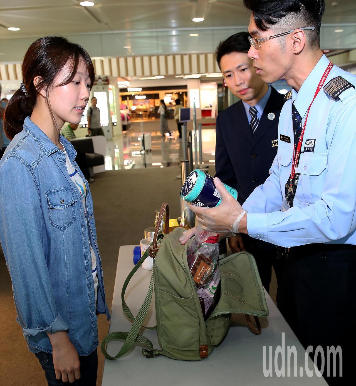 美國國土安全部運輸安全管理局(TSA)規定,從30日起飛美旅客限制攜帶350ml...