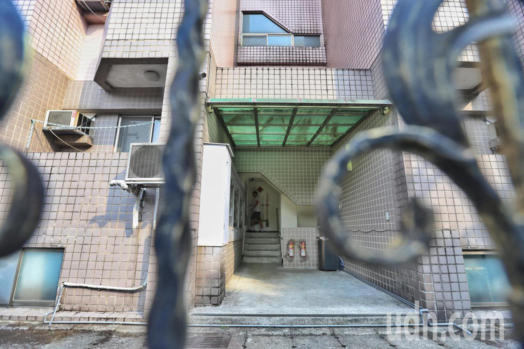 文化大學宿舍「大群館」爭議不斷,遭爆料大群館公安設備不足。記者林伯東/攝影