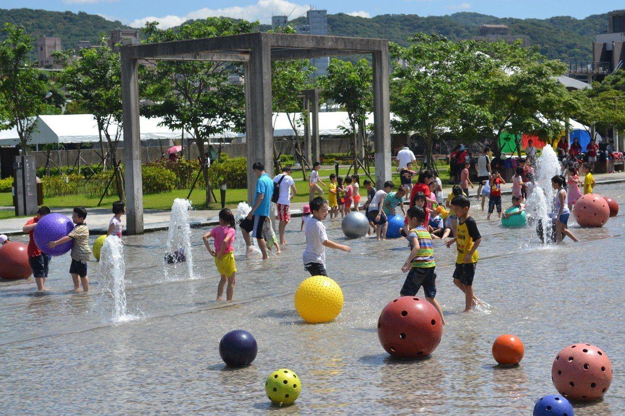 鶯歌陶瓷博物館從6月起開放戲水區。圖/鶯歌陶瓷博物館提供