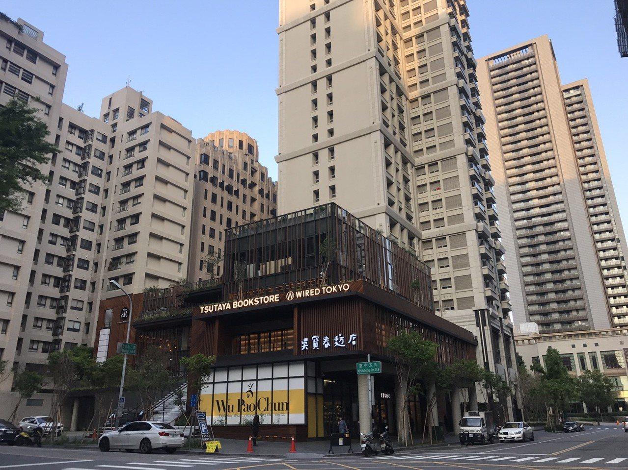 七期T&R廣場內日本蔦屋書店、泰國Woo-Cafe接連開幕,為豪宅聚落增添不少生...