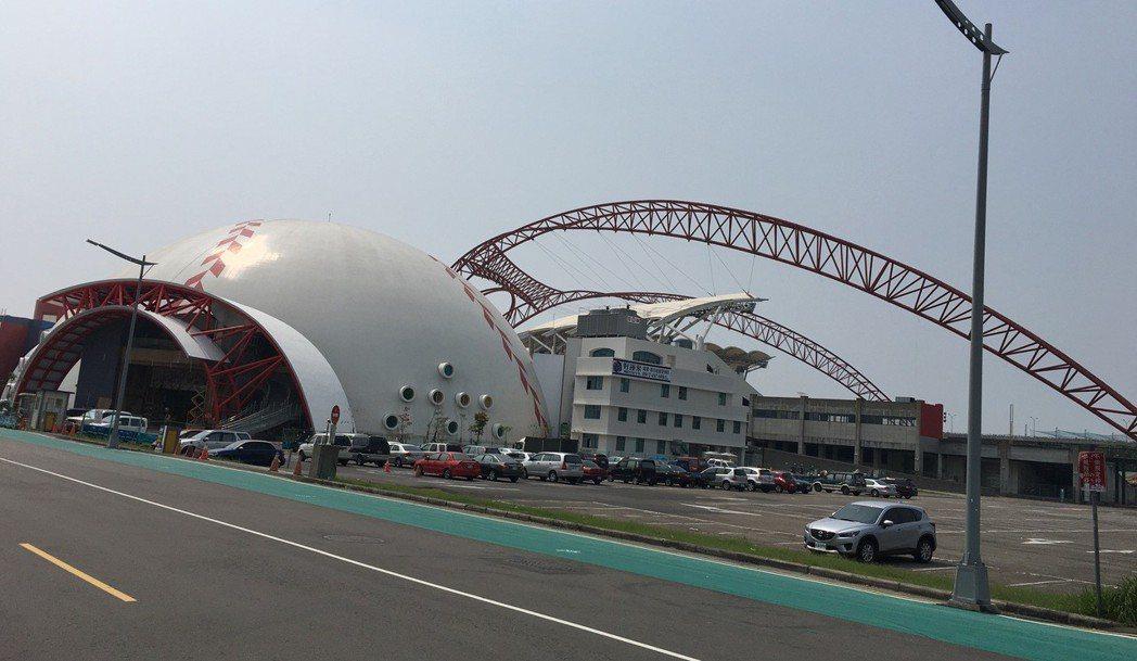 11期洲際商圈則被視為台版的東京巨蛋,結合運動、休閒、餐飲等新消費型態,可望成為...