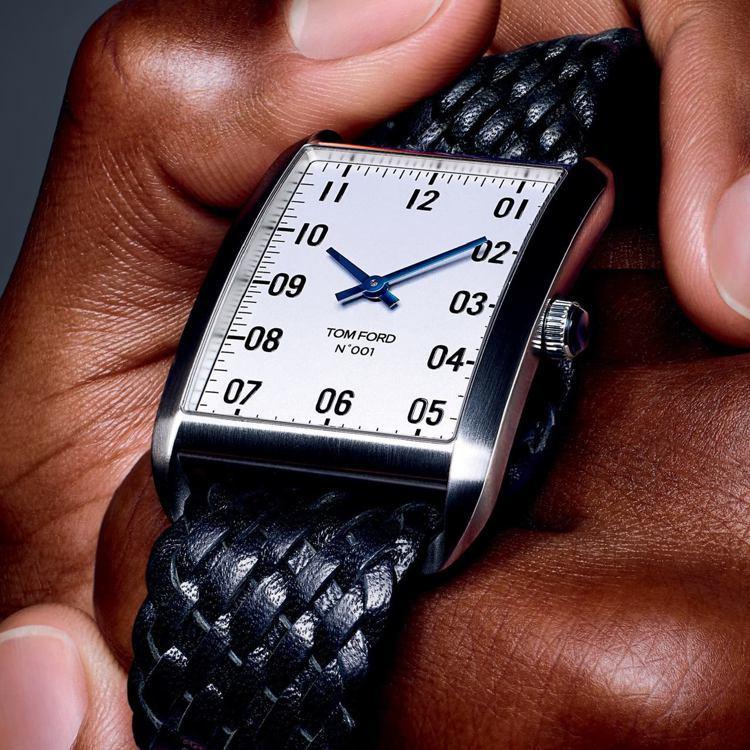 Tom Ford 001腕表,用了低調簡約的風格,沒有加入鑽石、水晶等奢華元素。...