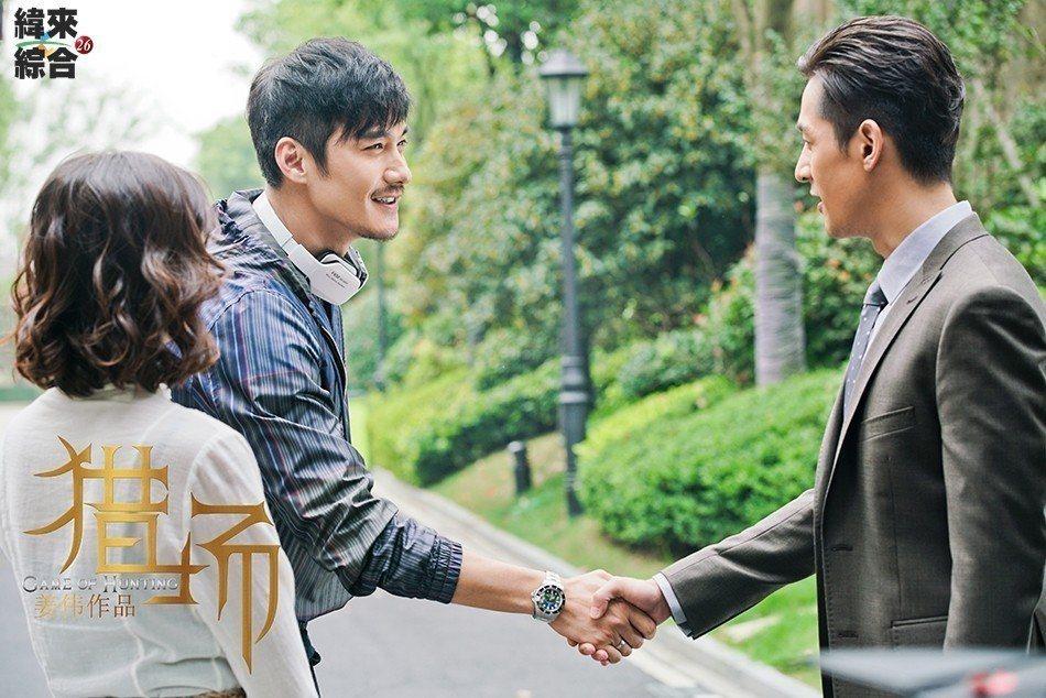 胡兵(左)、胡歌「二胡」演出「獵場」初登場。圖/緯來綜合台提供