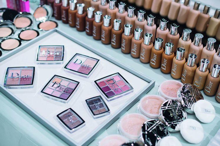 迪奧專業後台彩妝系列是迪奧全球彩妝創意形象總監 Peter Philips薈萃秀...