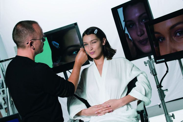 全球彩妝創意形象總監Peter Philips幫迪奧代言人Bella Hadid...