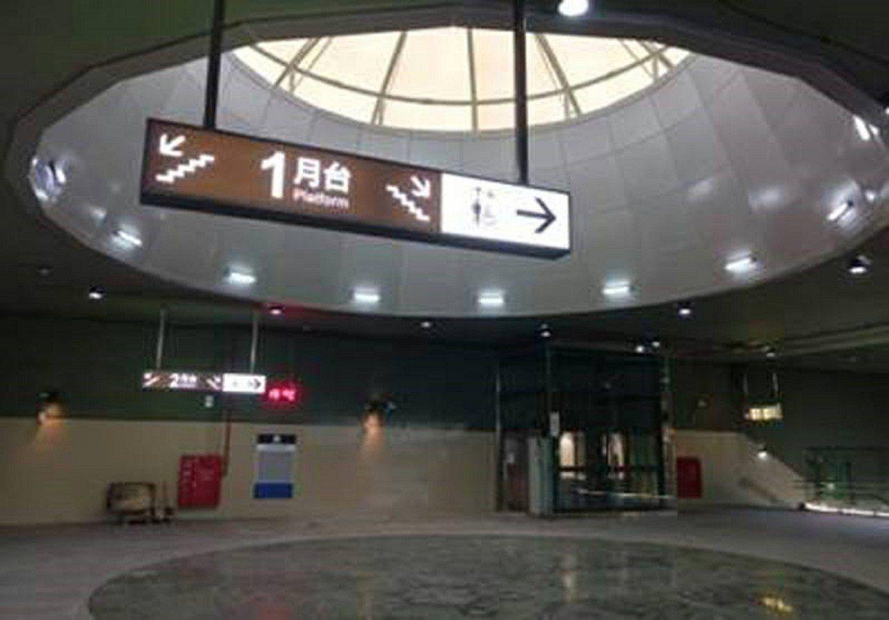 林榮新光站採用圓形天窗,具有通風自然採光等功能。圖/鐵工局提供