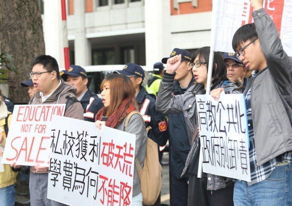 對調漲大學學費,台灣社會仍有不同聲音。 圖/聯合報系資料照片