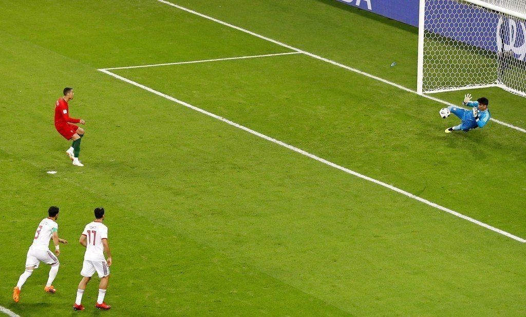 C羅12罰球被擋下,一度讓葡萄牙嚇出冷汗。 美聯社
