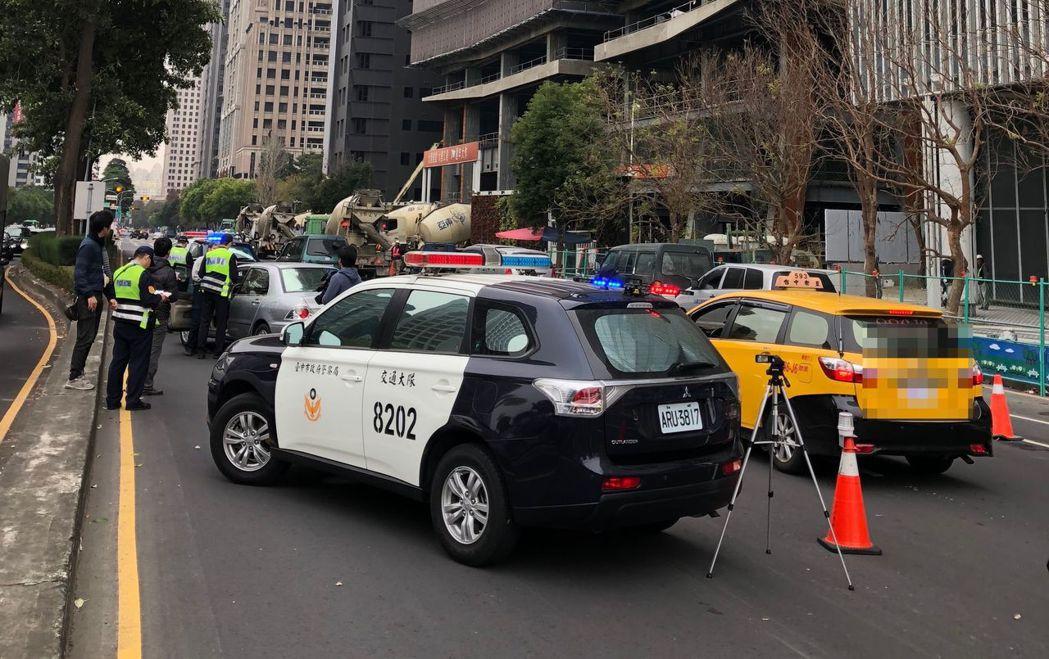 車禍與市民通行息息相關,發生車禍後如何處理,不得不慎。 圖/台中市警局提供