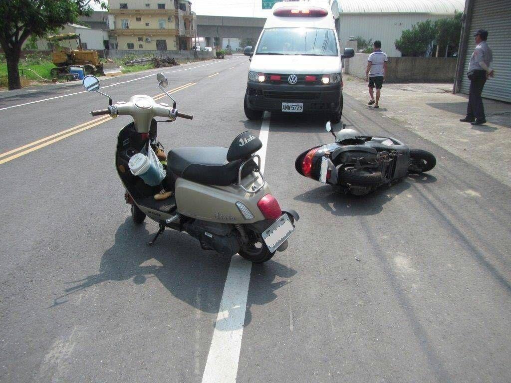 車禍若有人受傷,一定要在當事人都同意下,才能移車。 圖/高雄市警察局交通大隊提供