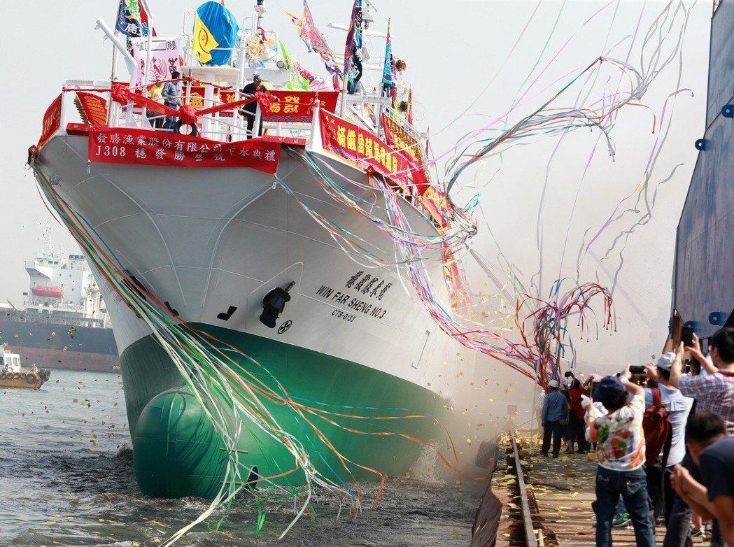 穩發漁業新造的2艘1200噸魷釣漁船。 本報資料照片/記者劉學聖攝影