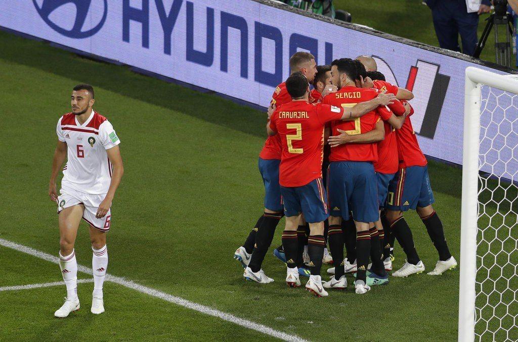 西班牙幸運追平摩洛哥,整體而言在這場比賽的表現並不及格,如果沒有進步的話,恐怕難...