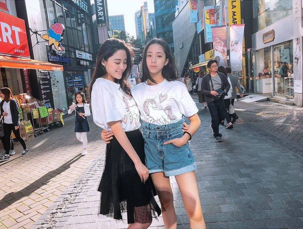歐陽妮妮(左)與妹妹歐陽娣娣(右)合照。 圖/擷自歐陽妮妮IG