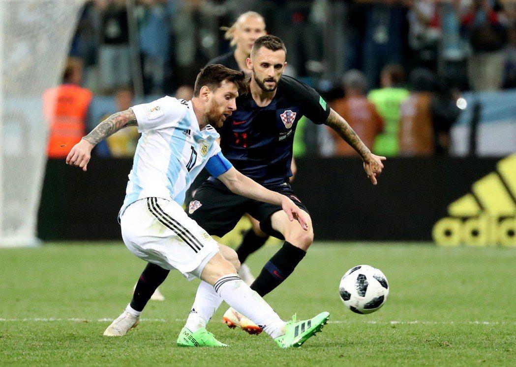 細膩的盤球、卓越的組織能力與絕佳的控球,梅西成為阿根廷頭號球星。 美聯社