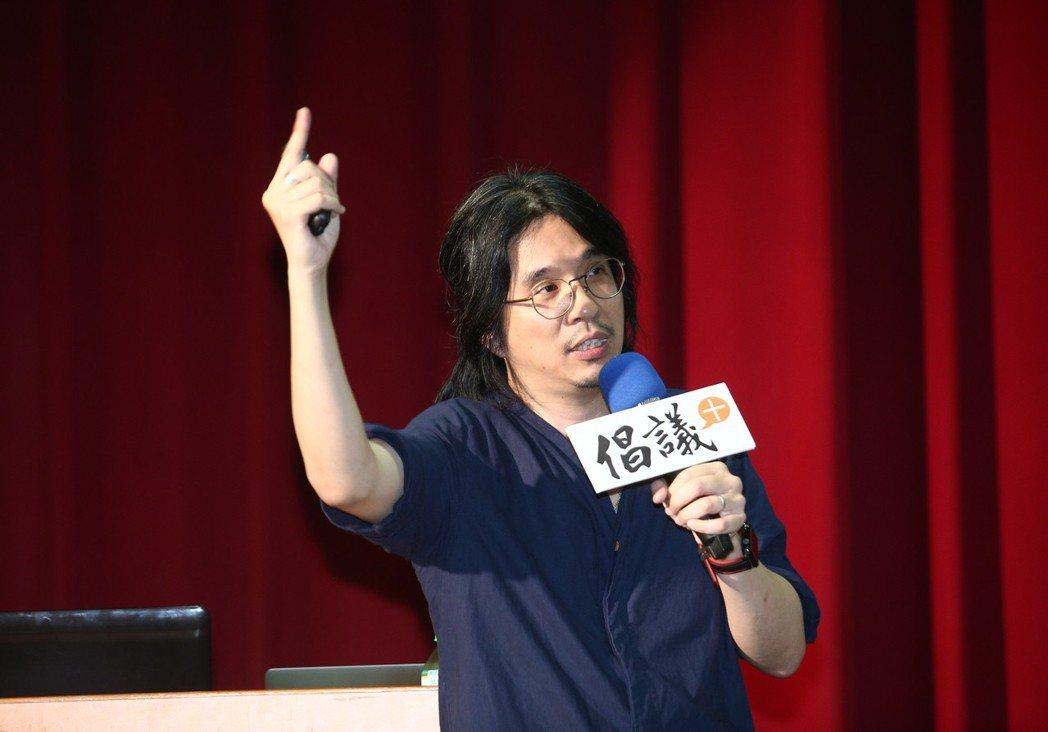葉丙成多年前領軍「幫你優」線上遊戲學習團隊,設計出「PaGamO」,將課業與遊戲...