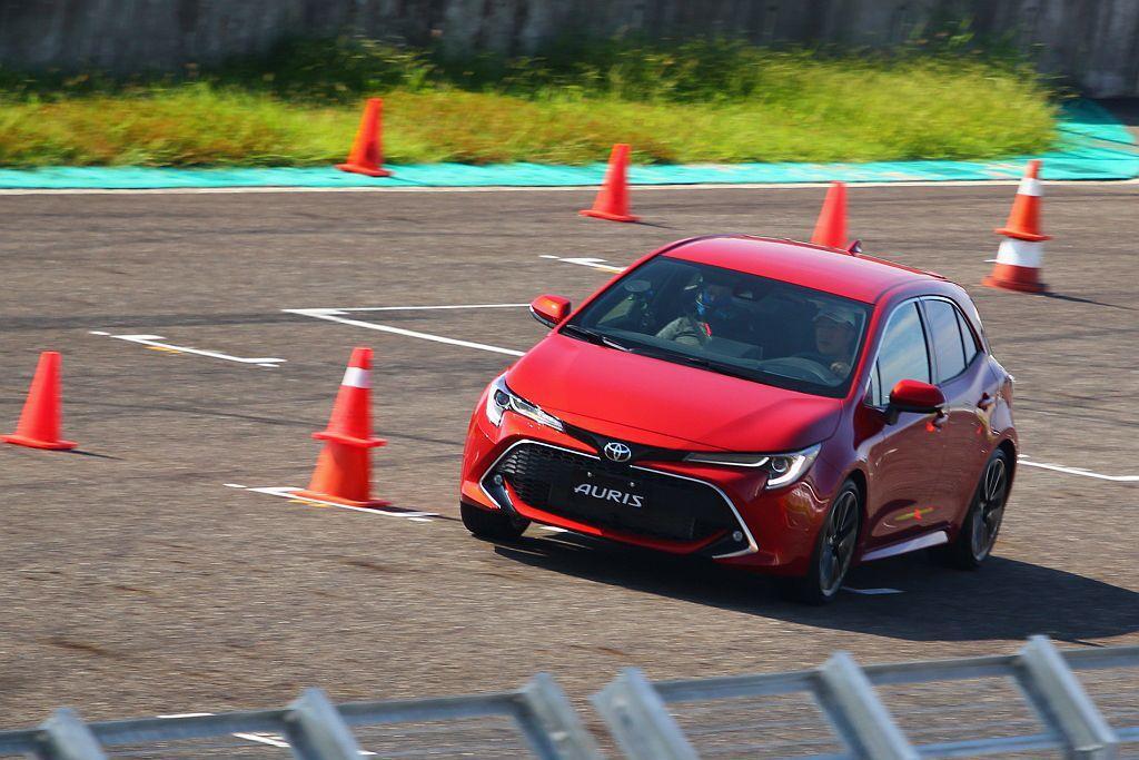 新Toyota Auris進化除搭載TNGA模組化底盤外,同時更採用全新設計的懸...