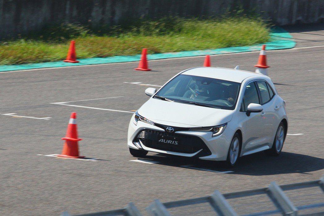 全新Toyota Auris在嶄新底盤平台及懸吊系統搭配下,或許能在眾多操控見長的歐系競爭對手中展露頭角。 記者張振群/攝影