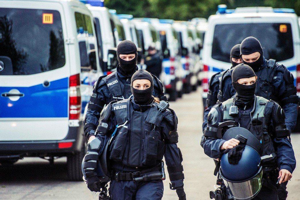 「若歐盟做不到嚴格管制邊境和遣送非法移民,那麼德國就該自己來!」錫霍佛強勢主張邊...