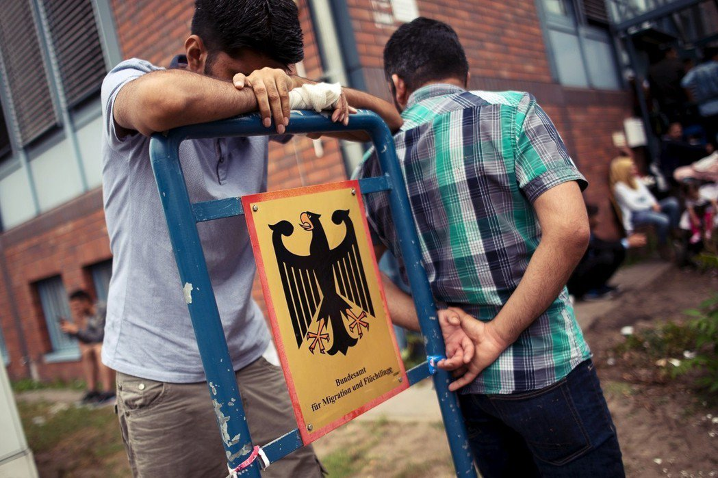 自2013年以來,不斷增加的庇護申請讓聯邦移難民局負荷過重。以去年為例,平均每位...