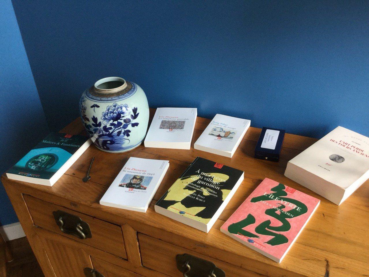 安博蘭所經營的中國藍出版社譯介許多華人作家著作。有行旅提供