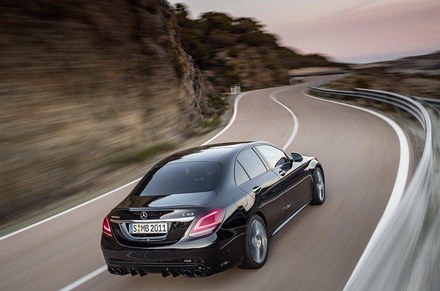 Meredes-Benz提供