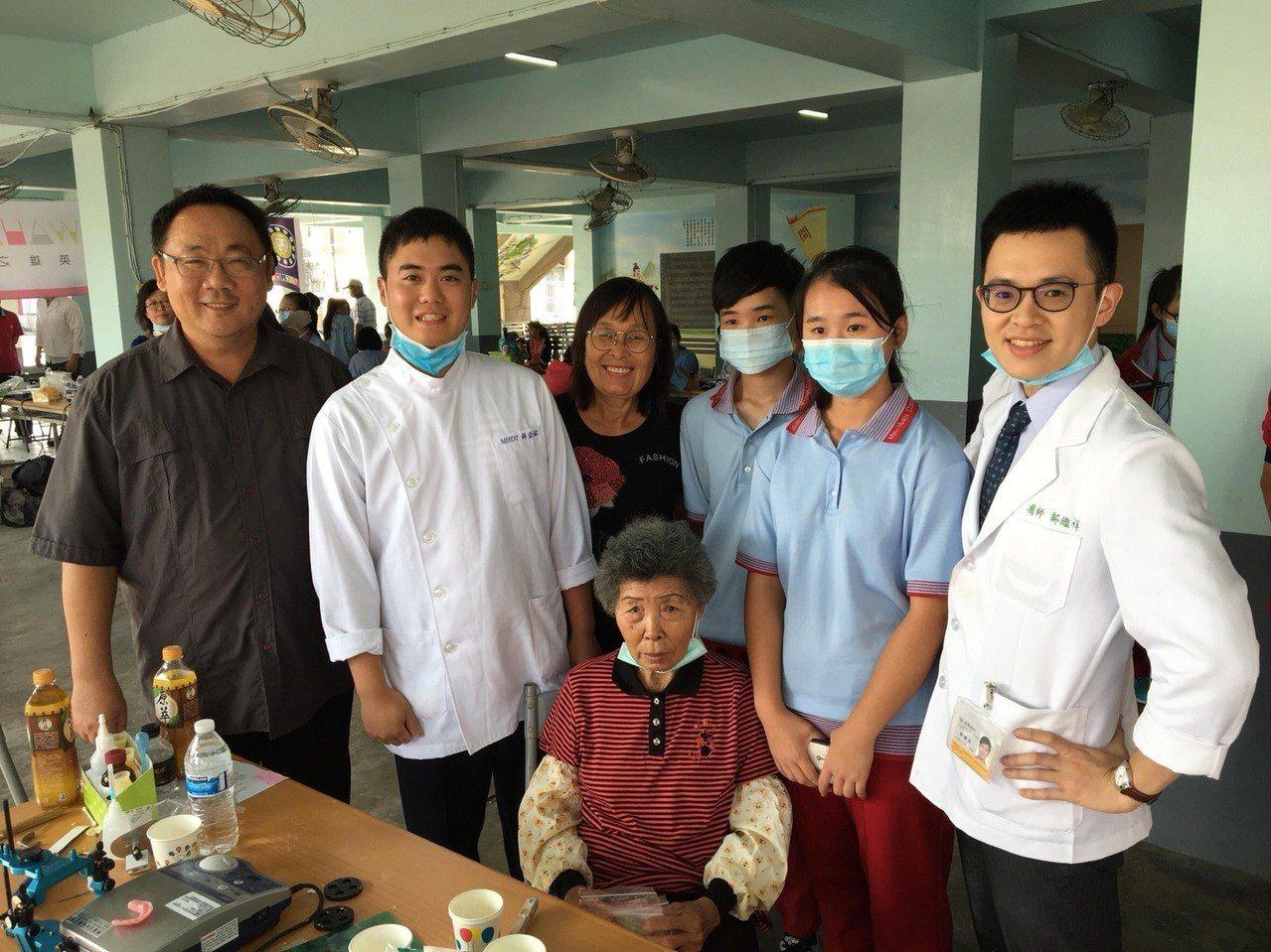敏惠醫專常到社區辦活動陪長輩。圖/敏惠醫專提供