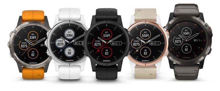 Garmin fēnix 5 Plus進階戶外腕錶系列,共有三種尺寸、多種不同材...