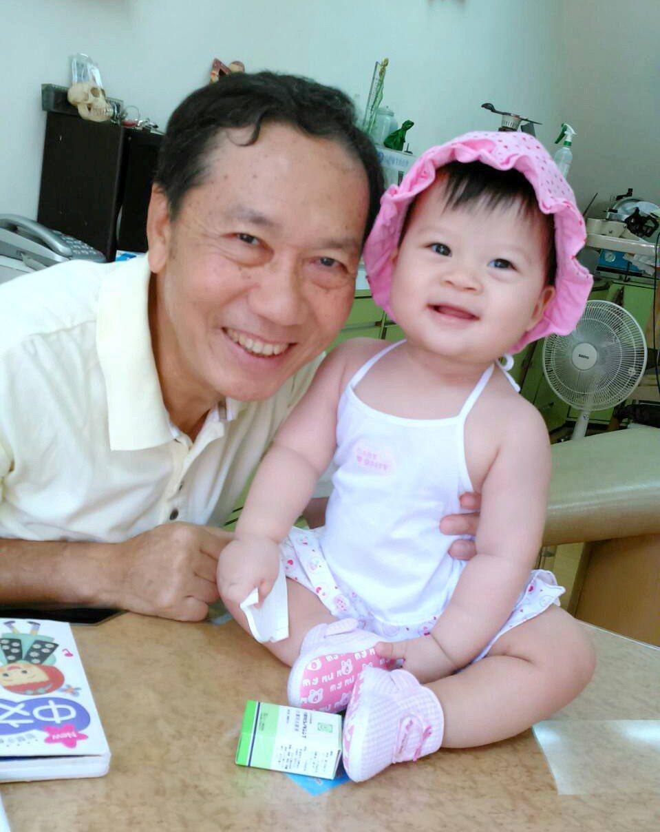 為了陪才出生不久的小孫女長大,「多發性骨髓瘤」病友陳姓牙醫積極接受治療,現在身體...