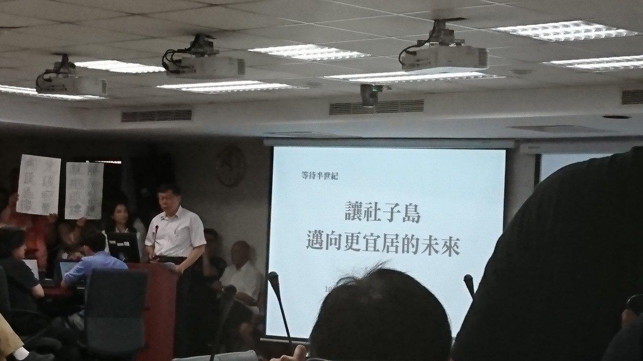 台北市長柯文哲今日親自出席內政部都委會,極力爭取社子島開發案。記者林彥呈/攝影