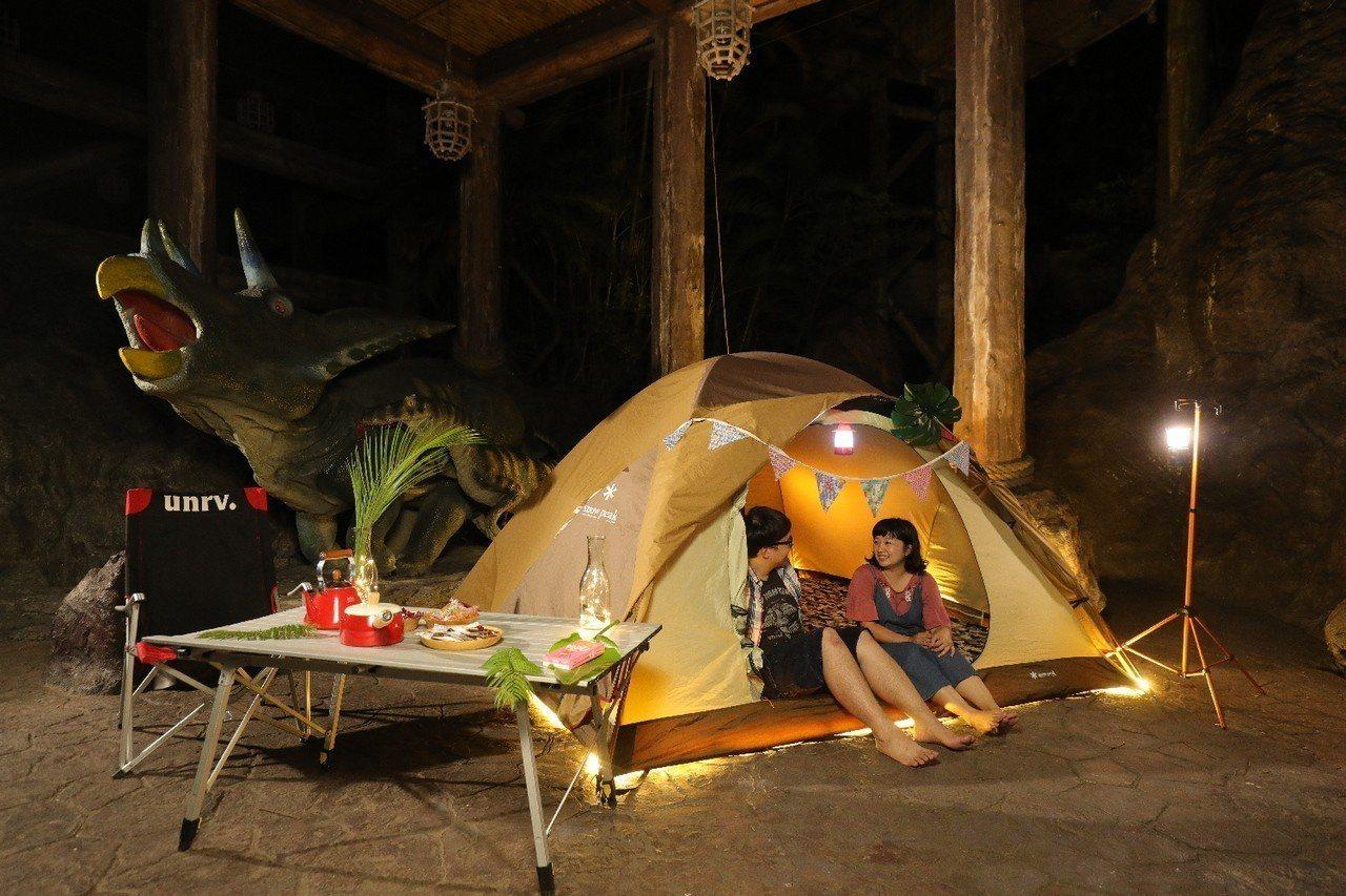 瞄準露營族群,園方隆重邀請全台「露友」到遊樂園住一晚。六福村/提供