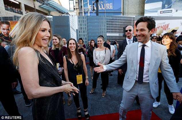 蜜雪兒菲佛和保羅洛德在「蟻人與黃蜂女」洛杉磯首映會上再聚首。(路透)