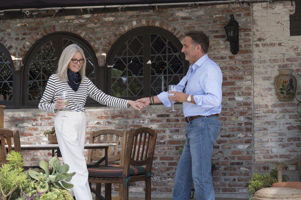 黛安基頓與安迪嘉西亞在「高年級姊妹會」有浪漫對手戲。圖/威視提供