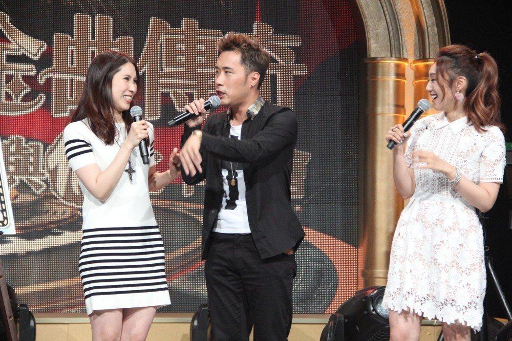 余苑綺(左起)、余祥銓和謝金晶上年代「金曲傳奇-無與倫比同樂會」。圖/年代提供