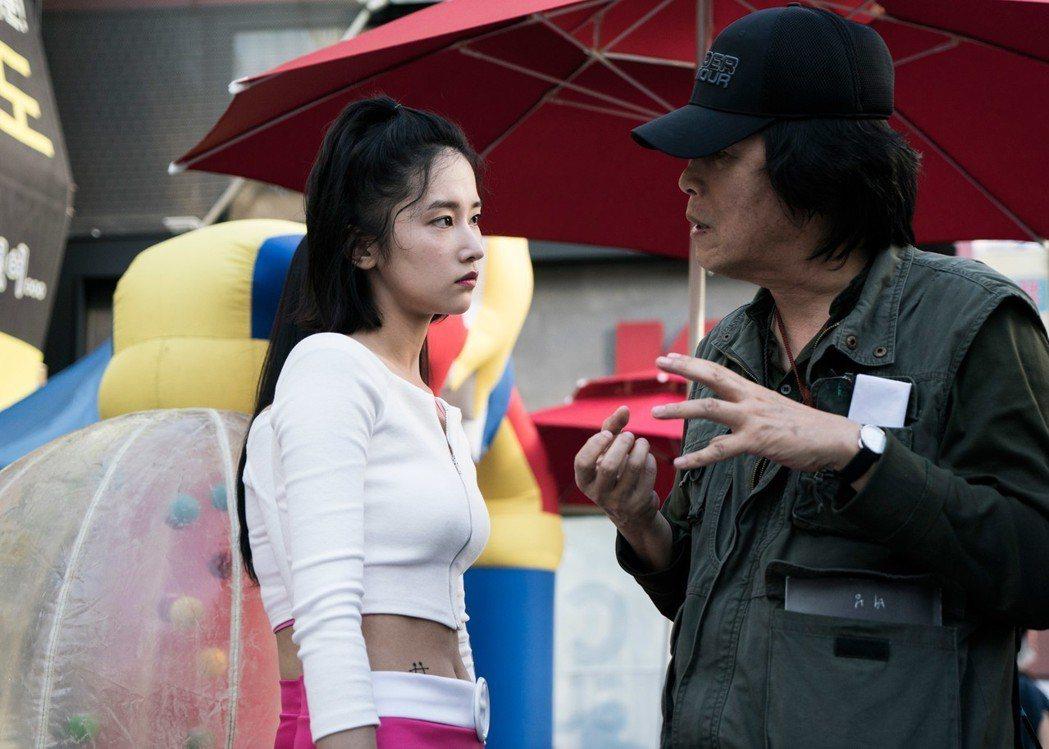 李滄東(右)執導新片「燃燒烈愛」,在坎城影展大獲好評,左為女主角全鍾淑。圖/華聯...