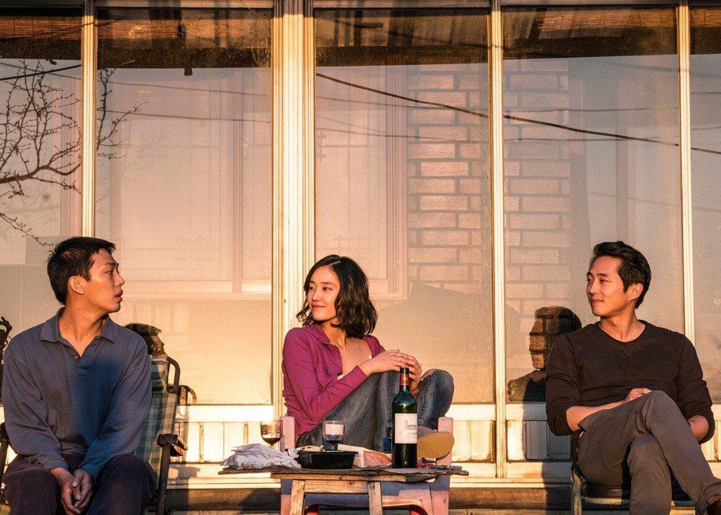 劉亞仁(左起)、全鍾淑及史蒂芬元在「燃燒烈愛」中有多場精采對手戲。圖/華聯提供(...