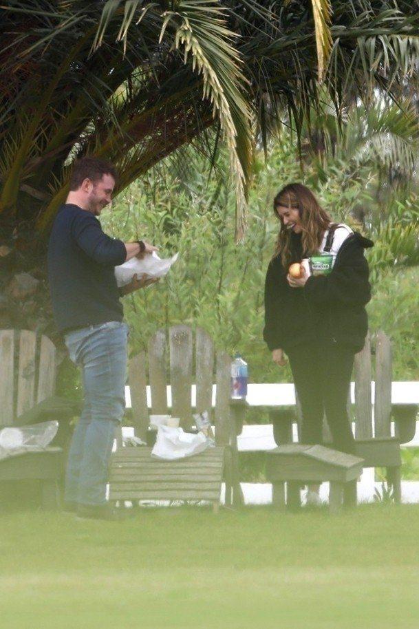 克里斯普瑞托被拍到與動作巨星阿諾史瓦辛格28歲的女兒凱薩琳史瓦辛格在公園甜蜜約會