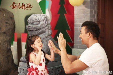 小泡芙與爸爸劉畊宏為電影獻唱主題曲。圖/摘自微博