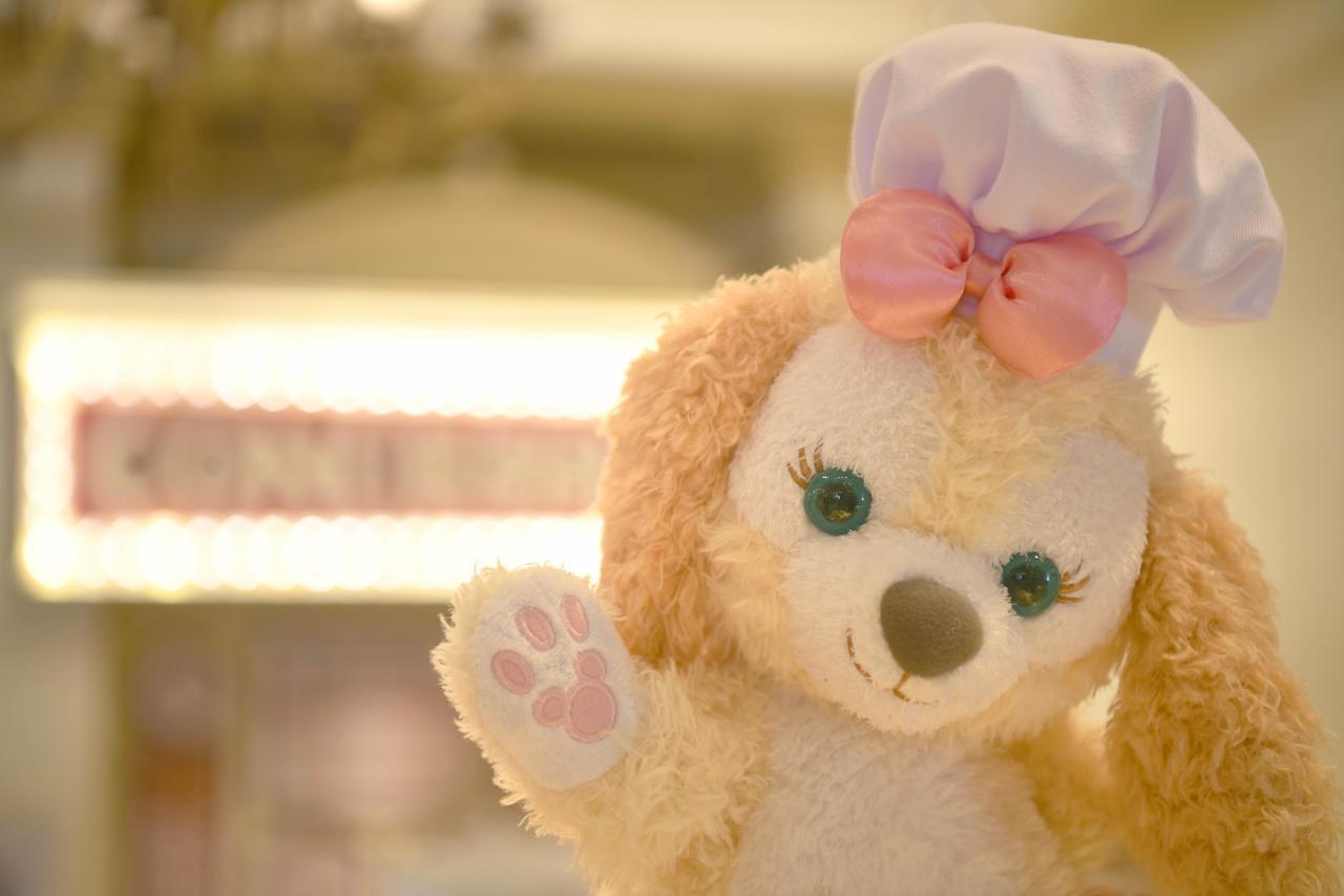 擁有綠色圓眼與垂垂耳朵的Cookie。臉上與手掌都有米奇圖案。圖/香港迪士尼提供