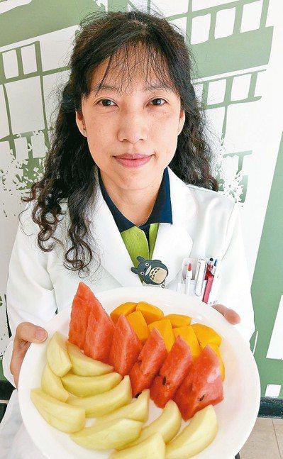 營養師謝惠敏建議,減重應搭配持續運動。 記者趙容萱/攝影