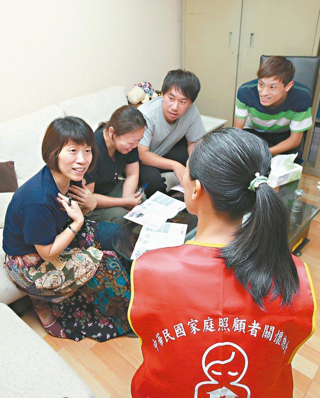 家總建議家庭簽照顧協議,避免日後為照顧勞逸不均起爭執。 記者蘇健忠/攝影