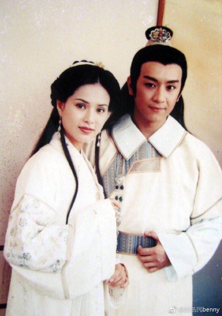 陳浩民(右)與李若彤(左)21年前合作「天龍八部」。 圖/擷自陳浩民微博