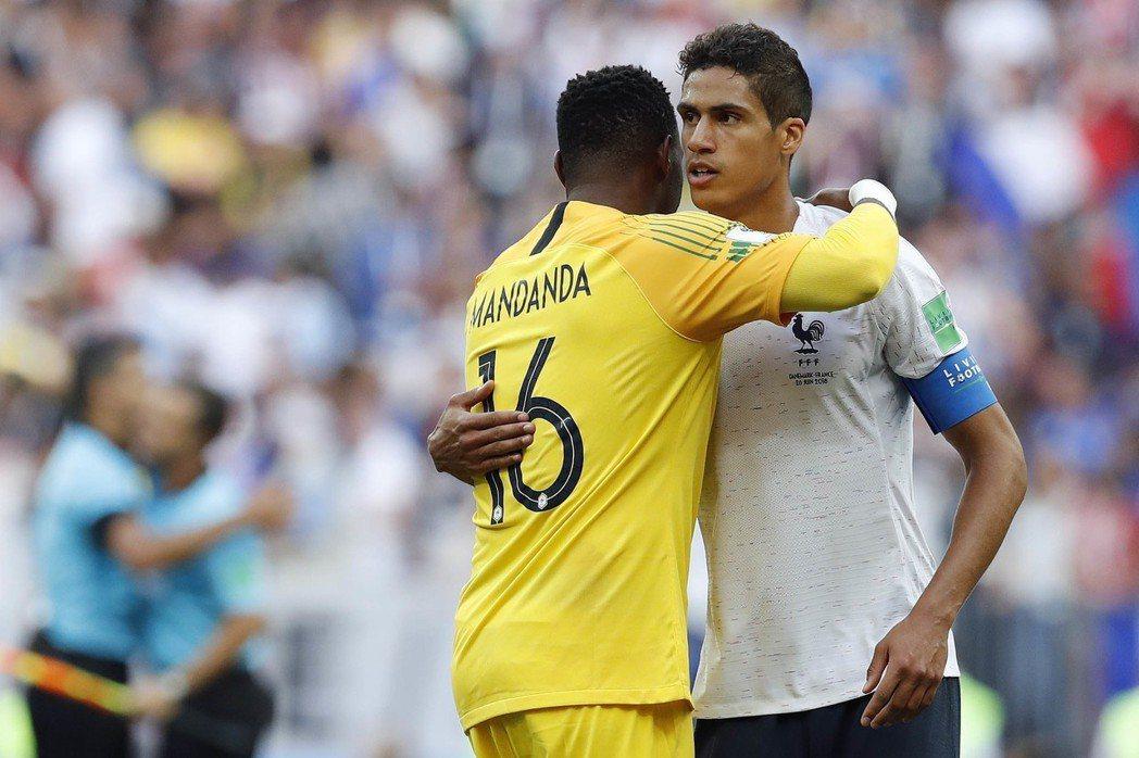 法國與丹麥攜手演出本屆首場0:0和局,教頭德尚先怪是對手進攻不積極。 美聯社